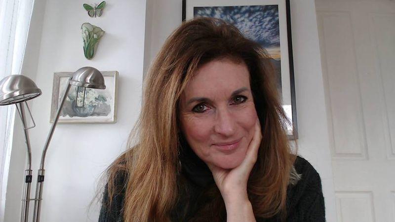 Lynda Hill Profile Pic 2